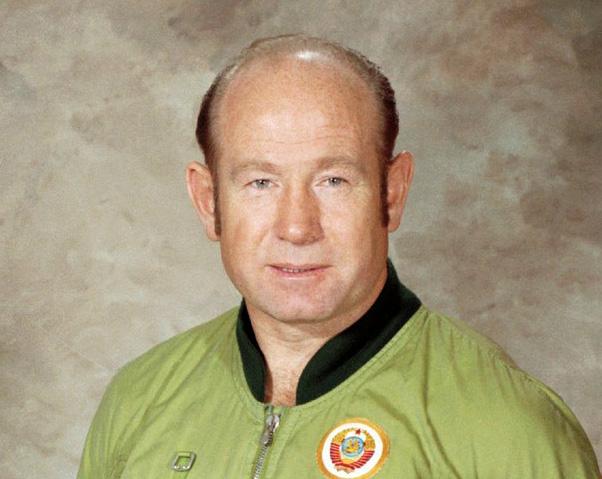 Алексей Леонов - первый человек вышедший в открытый космос